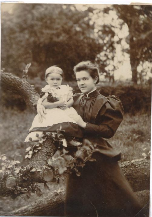 Dot Munks (c. 1893) with either Ruth or Sarah Doubleday