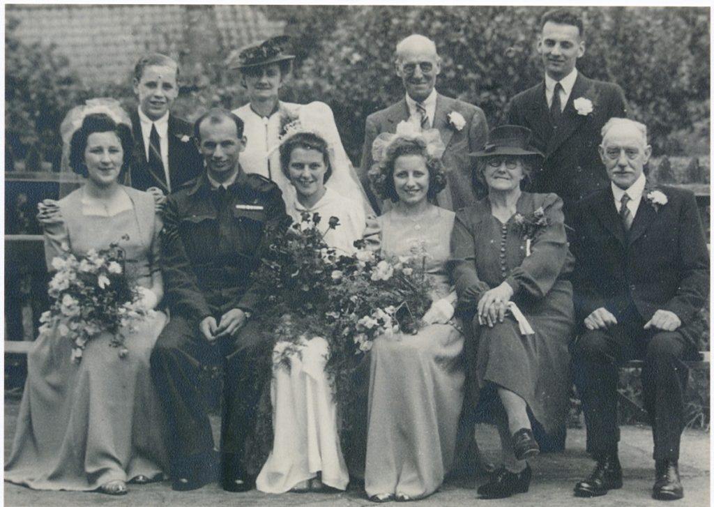 W0054a Wedding of Mary Robinson & Reg Smart