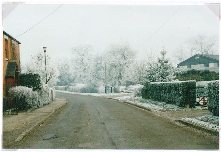 W0128a Main St. towards Church (2001)