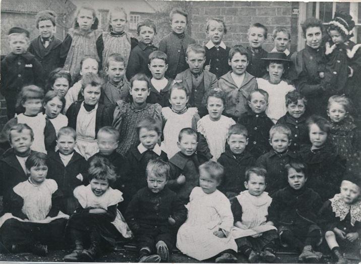 W0288a School photo - c.1899