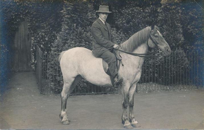 W0379b Collishaw family Elm Farm (1915)