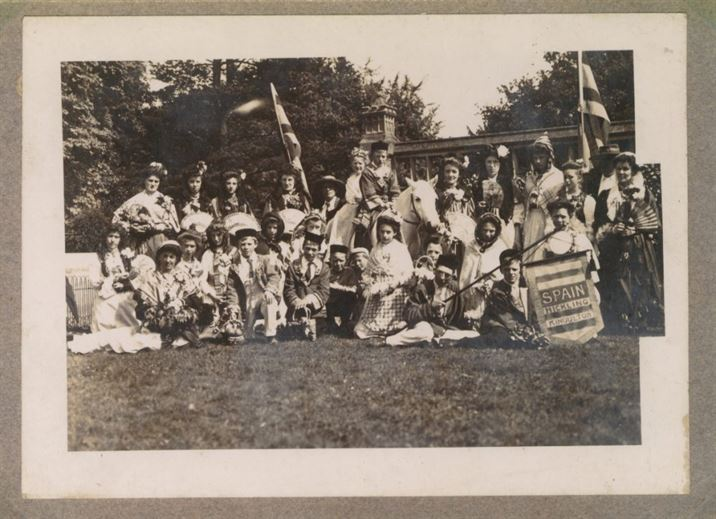 W0428a Pageant - Widmerpool Hall grounds 1908