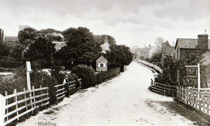 W0597a Bridge looking towards the Church (c.1905)