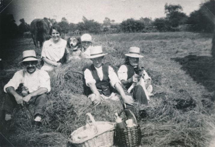 W0830a Haymaking 1927 - Swingey Nooks