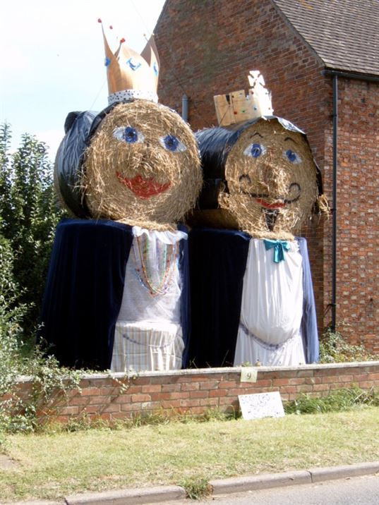 Scarecrows 2002: Royalty (JF)