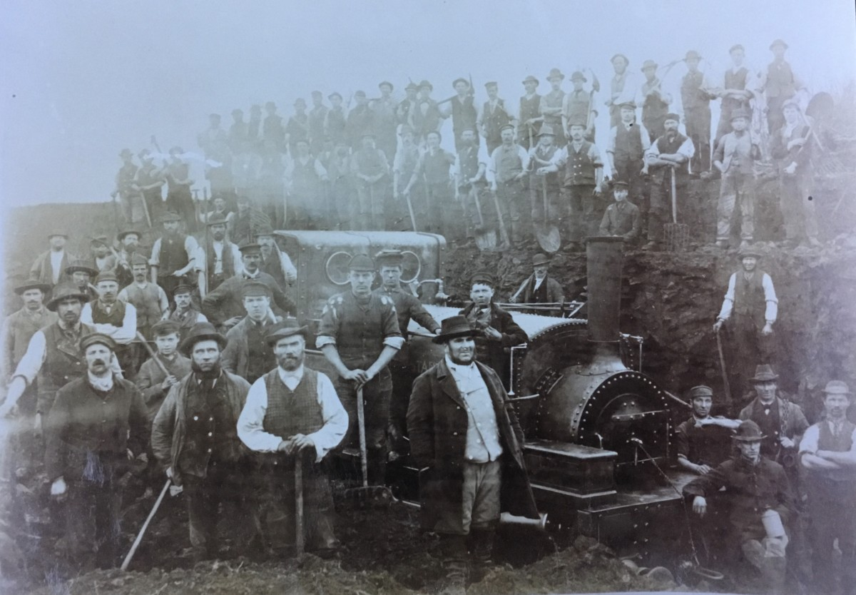 George Wiles (front 3rd from left) working on the railways at Syston (Norton family)